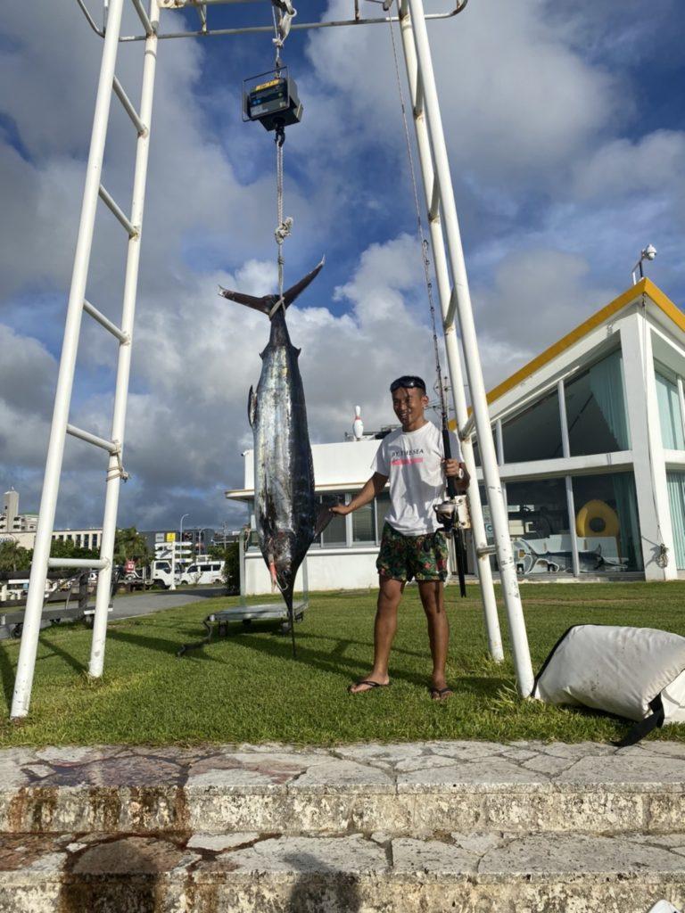 初カジキを沖縄で釣りました!